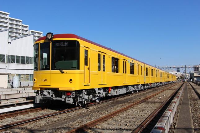 地下鉄開通当時をイメージした旧1000形モチーフの特別仕様車両