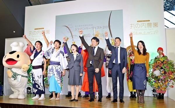 農林水産省 食料産業局 食文化・市場開拓課の西経子課長(右から4人目)らが開幕を宣言