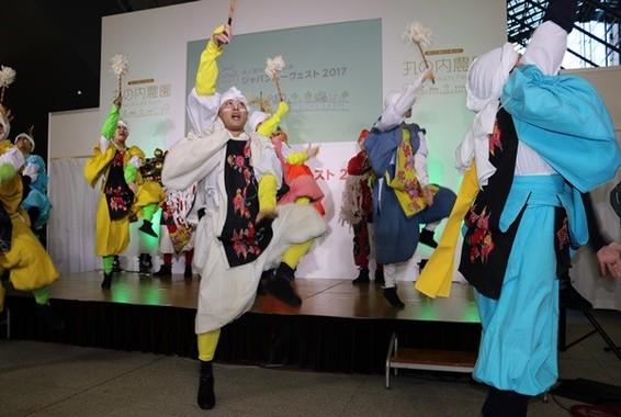 五穀豊穣を祝う「大田楽」の踊りを踊るACT.JT