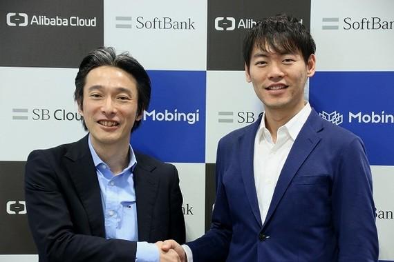 SBクラウド代表取締役兼CEOの内山敏氏(左)とモビンギ社長のウェイランド・ジャン氏