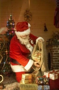 大きな袋の中にはプレゼントが