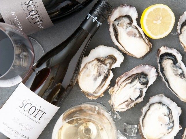他にはあまりない牡蠣をおいしくする「直輸入ワイン」も目白押し