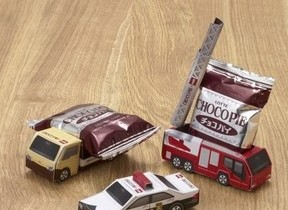 ロッテ「チョコパイ」を使ってトミカ作ろう! 働く車がチョコパイを運ぶよ