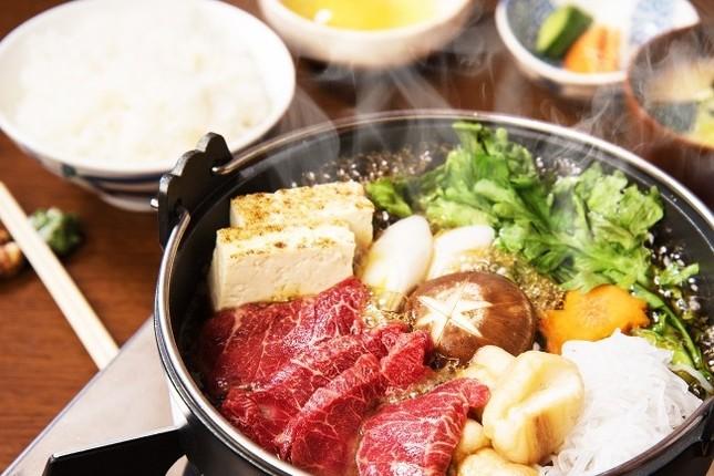 「三村」は「桜鍋(馬肉すき焼き)ランチセット」(おしんこ付、ライス・味噌汁は食べ放題)