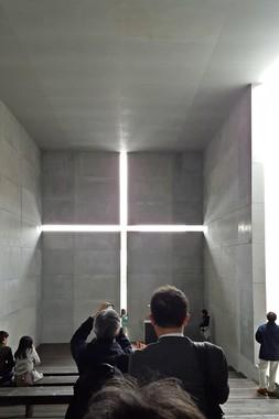 「光の教会のインスタレーション」写真を撮る人が多い