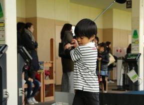 「技術指導なし」のゴルフ教室が子どもに人気 「ゴルフ離れ」阻止と熱視線