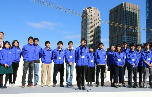 開会式であいさつする早稲田大学・芝浦工業大学チーム
