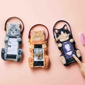 「猫のおなかナデナデ スマートフォンポーチ