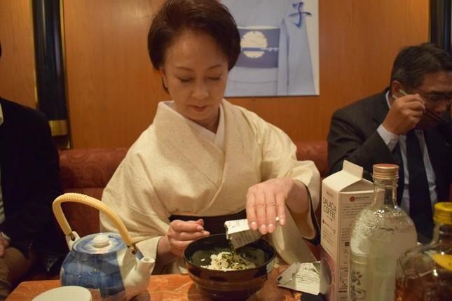 1日スナックのママになった山本陽子さん
