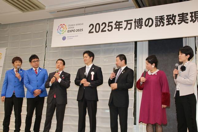 (左から)お笑いコンビ「銀シャリ」、西川きよしさん、吉村市長、木村祐一さん、お笑いコンビ「アジアン」