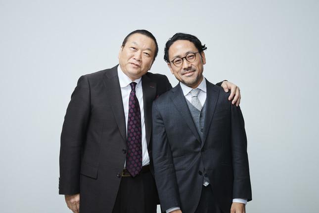 幻冬舎の見城徹社長(左)とCAMPFIREの家入一真社長