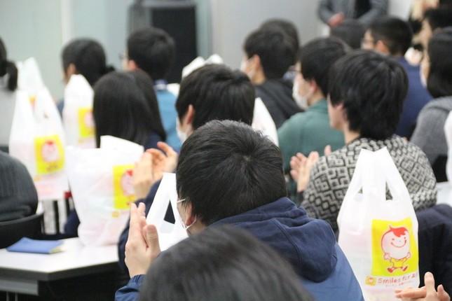 多数の受験生が参加した。
