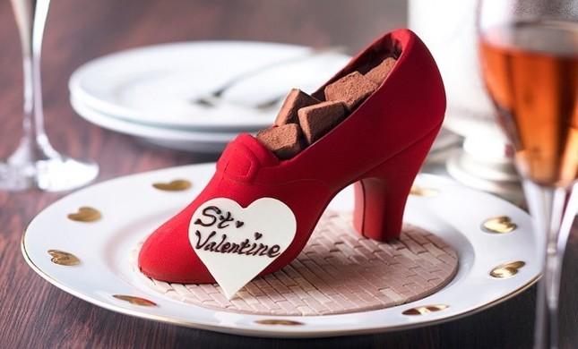 長さ約15cmの真っ赤な靴