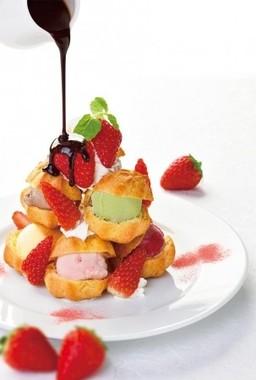 「苺のプチシュータワー」