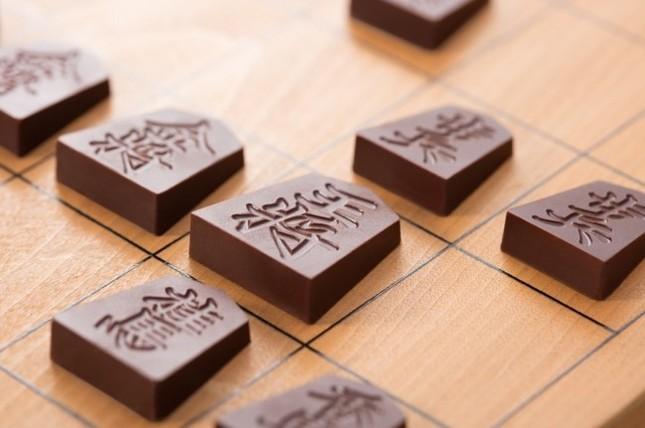 将棋の駒の形をしたチョコレート