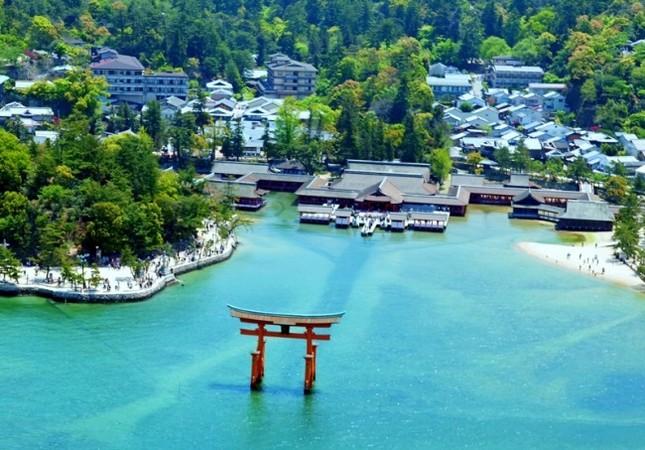 世界文化遺産の厳島神社も行ける