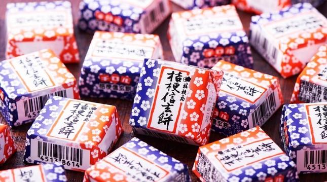 「チロルチョコ 桔梗信玄餅」(画像はセブン-イレブン・ジャパンの公式ツイッターアカウントより)