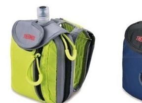 冷たいゼリー飲料が運動中でも飲めるバッグ 手に持って、ショルダーに装着して