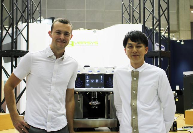 バリスタのマット・パーガー氏(左)と石谷貴之氏(右)