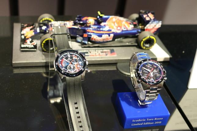 「EDIFICE」のモータースポーツの世界観をボディー全体で表現したモデル「Scuderia Toro Rosso Limited Edition」(18年4月)