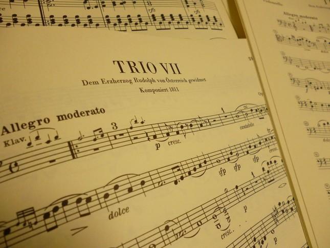 ピアノ三重奏曲 第7番の楽譜たち ルドルフ大公への献呈の文字が見える