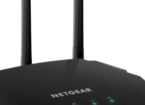 限られた場所にも置けるコンパクトな無線LANルーター