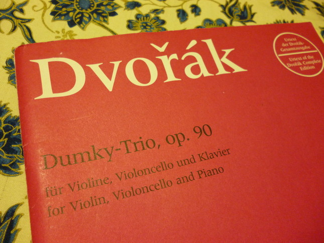 楽譜にはドゥムキートリオと表記されることが多い
