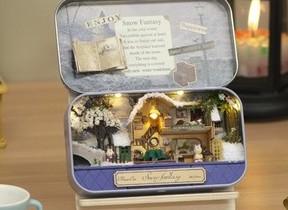 缶の中に広がる可愛らしい「小さな世界」 ドールハウスキット
