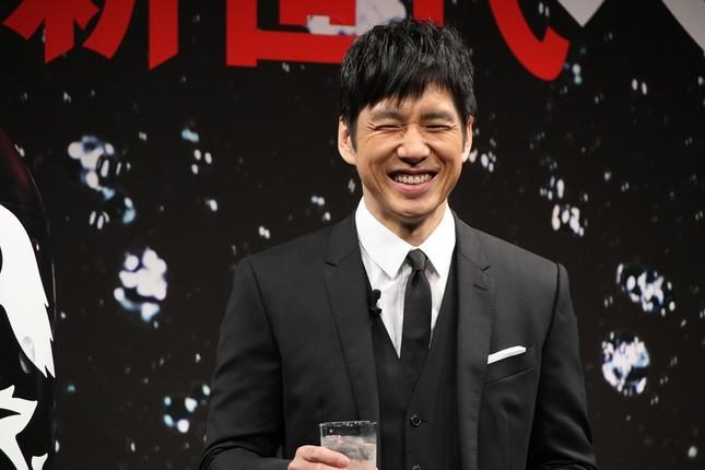 山本さんの実況攻めに笑みをこぼす西島さん