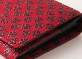 伝統工芸「甲州印伝」と「ガンダム」コラボの長財布