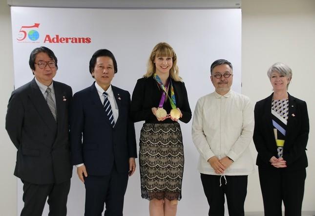 左から、箕輪睦夫さん、社長の津村佳宏さん、ジョアンナ・ロウセルさん、渡辺貴一さん、リン・ハリスさん