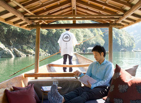川風を感じる「昼寝舟」で夏の脱デジタル滞在 星のや京都