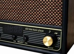 懐かしの唱歌や童謡100曲を内蔵 レトロデザインの音楽プレーヤー