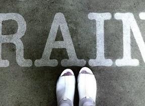 雨の日に現れるフォトジェニックアート 横浜・みなとみらいに登場