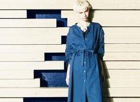 日本伝統織物「近江ちぢみ」をモダンに進化 涼やかなシャツドレス