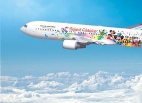 ミッキーやディズニーの仲間が空を飛ぶ 東京ディズニーリゾート35周年特別機