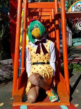 漫画「少女椿」の主人公・みどりちゃんに扮する館長