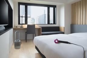 ホテル・アンドルームス名古屋栄開業記念 ダイソン3種が客室で試せる