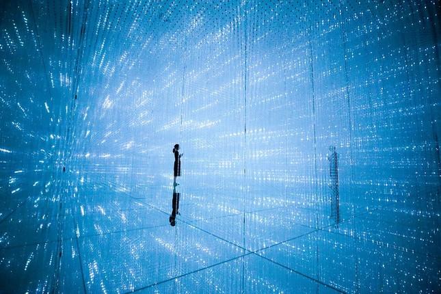 「The Infinite Crystal Universe」(写真クレジット:チームラボ プラネッツ TOKYO DMM.com)