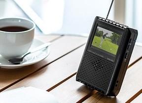 どこでもワンセグ放送を楽しめるポータブルテレビ AM/FMチューナーも搭載