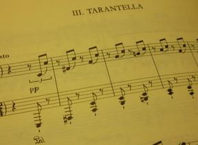 由来が恐ろしげな激しい舞曲「タランテラ」 超絶テクを駆使したリストのバージョン