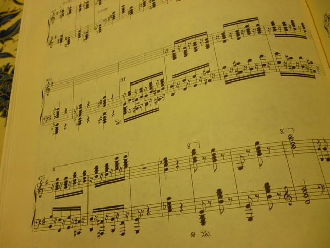 最後は大音響で、華やかな連打で曲は終わる