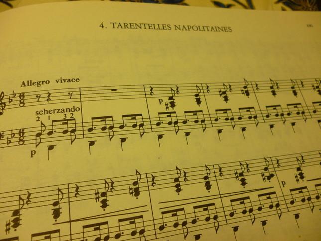 『タランテラ』の初稿譜。題名も『ナポリ風タランテラ』とフランス語で表記されている