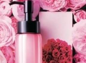 摘みたてのバラのようなみずみずしい香り オイル状クレンジング