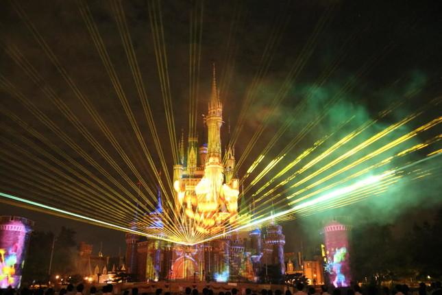 リズミカルにレーザー光線が踊る