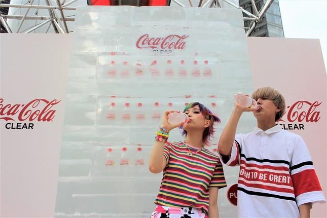2日間限定!「『コカ・コーラ クリア』氷の自販機」