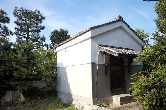 両足院には4つの蔵がある。ここは本蔵で、片山が助成事業の調査対象にした蔵。朝鮮美術関連の書画、巻物などを整理、調査して、花園大学禅文化研究所にいったん移設した