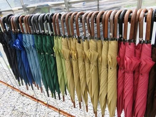 日傘を使う男性が増えている (画像はイメージ)
