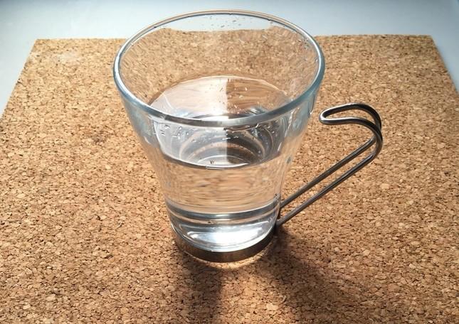 自宅でつくった「経口補水液」。当然ながら見た目か完全に水のよう