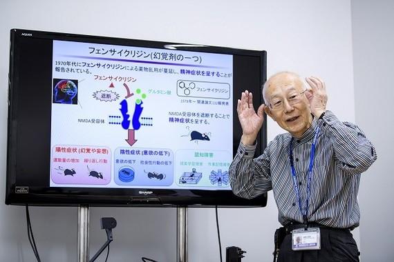 薬学博士の鍋島俊隆客員教授は、国立江原大学との共同研究のパイオニアだ。1996年からすでに20年以上、韓国の研究者たちと学術交流を積み重ねてきた貴重な存在だ